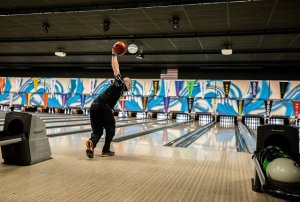 Professional bowlers and ESPN return to Shawnee